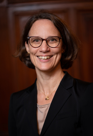 Hon.-Prof. Dr. Angela Julcher